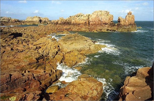 Žulové pobřeží ostrova Brehat